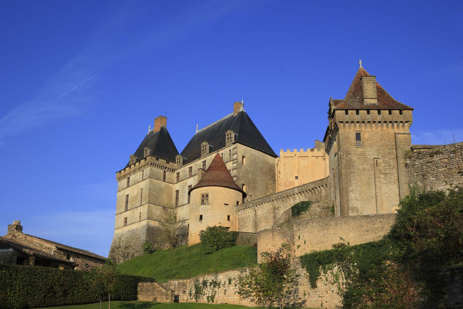 Chateau-Biron-Dordogne