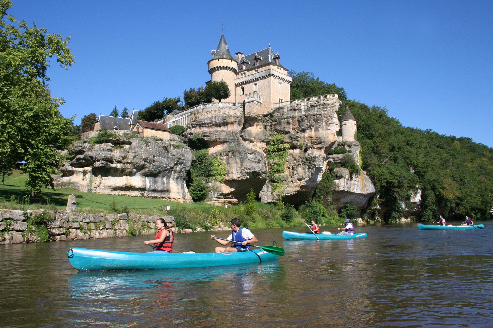 les_eyzies_canoes_vallee_vezere_beusse